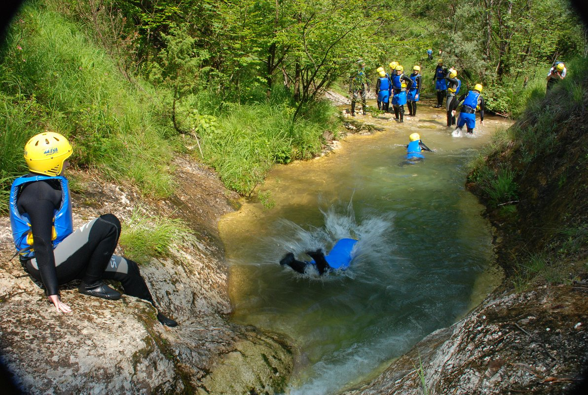 Aktivni-vikend-canyoning-maya-team.jpg