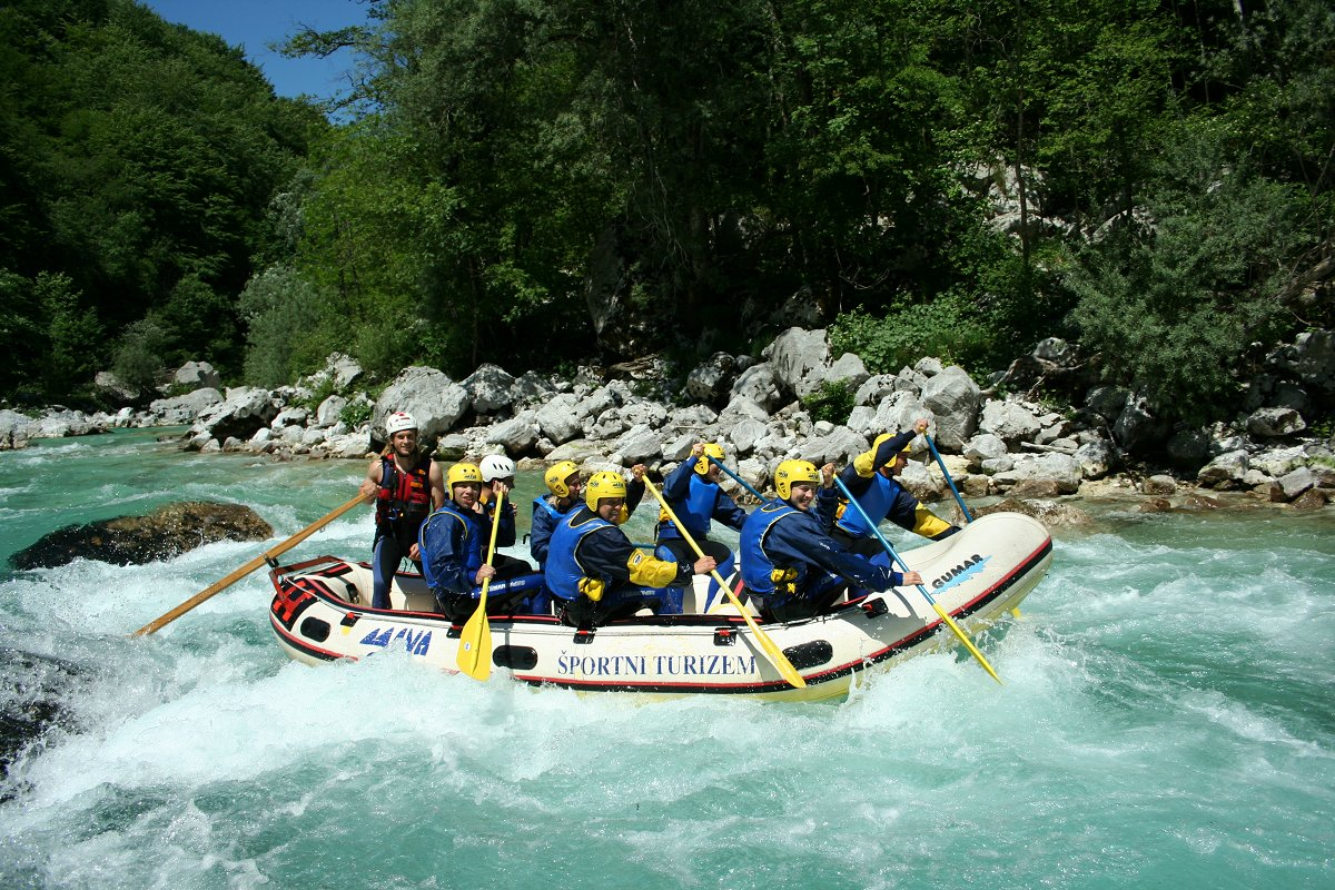Aktivni-vikend-rafting2-maya-team.jpg