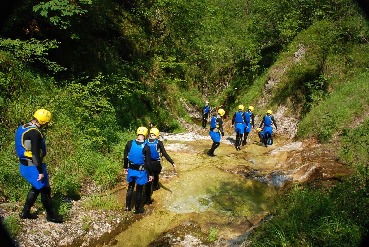 mountain-paradise-active-holidays-canyoning-maya-team.jpg